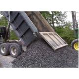 caminhão de areias e pedras no Gramadão