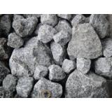 pedras britadas na Fazenda Iracema