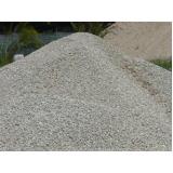 areia e pedra moída