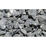 pedra para construção de muro